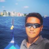 資深潛水教練,長達三年多馬爾代夫度假村及船宿經驗,多年訓練眾多潛水員,以及帶領參加者進行各潛水活動。
