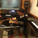 彈吉他好像很酷,不知道會...