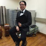 曹永浩是一位活躍的聲樂導...