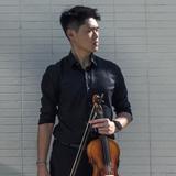 本人從八歳起學習小提琴,...